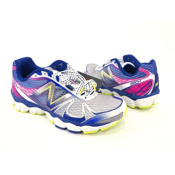 New Balance Womens Running 88v4 Shoes